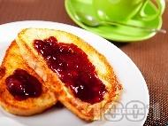 Рецепта Вкусни меки пухкави пържени филийки - обикновена класическа рецепта със сладко от вишни
